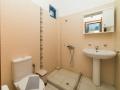 twin room toilet-shower