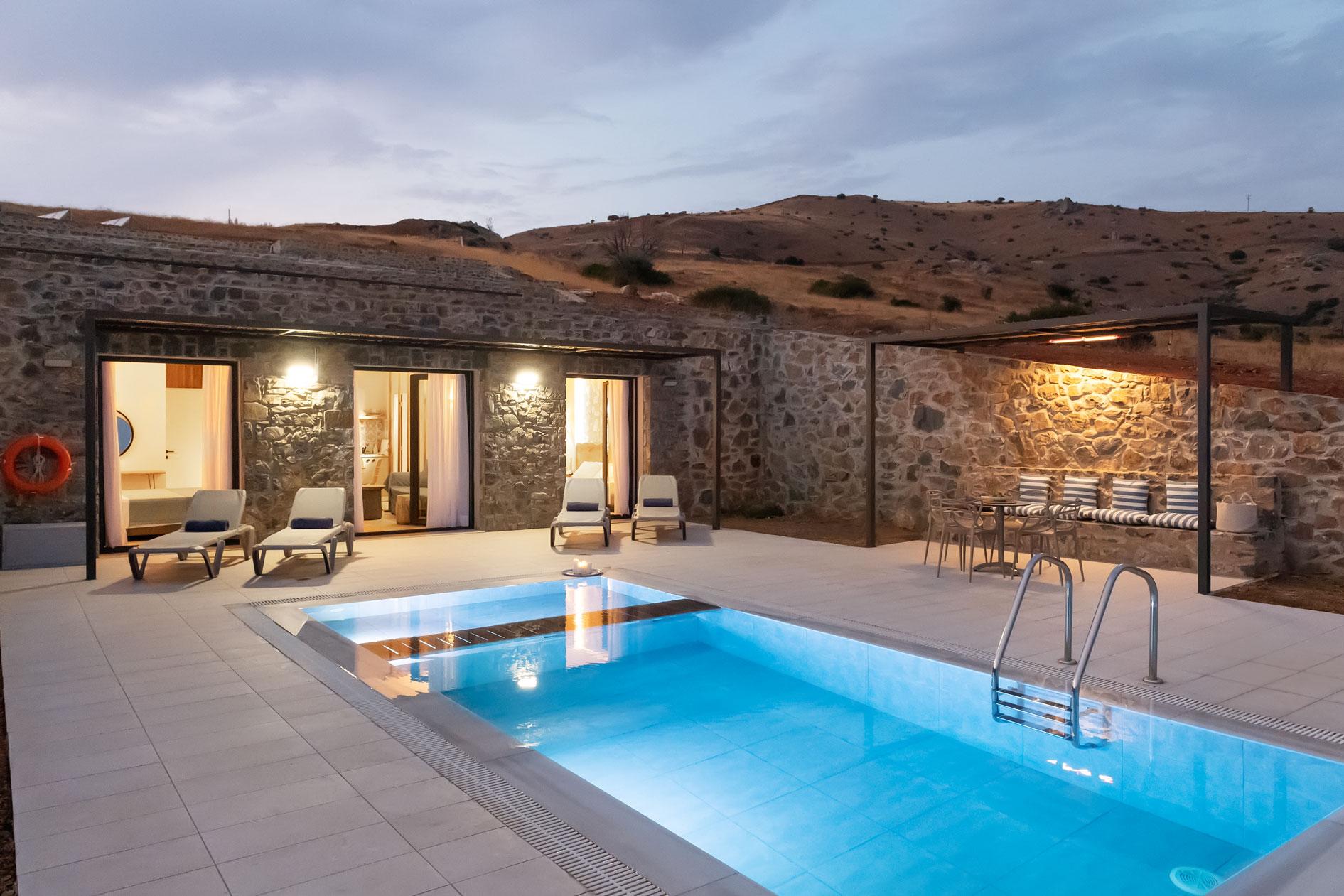 2-bedroom-superior-villa-in-the-evening